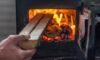 Paląc drewnem w piecu pomożesz krajowi